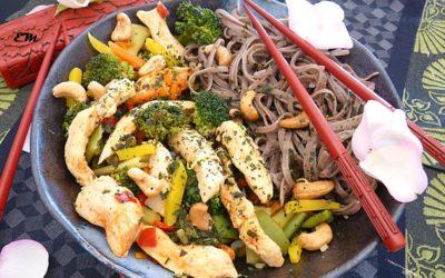 La recette du Wok de poulet et petits légumes de la micronutritionniste Estelle Marty