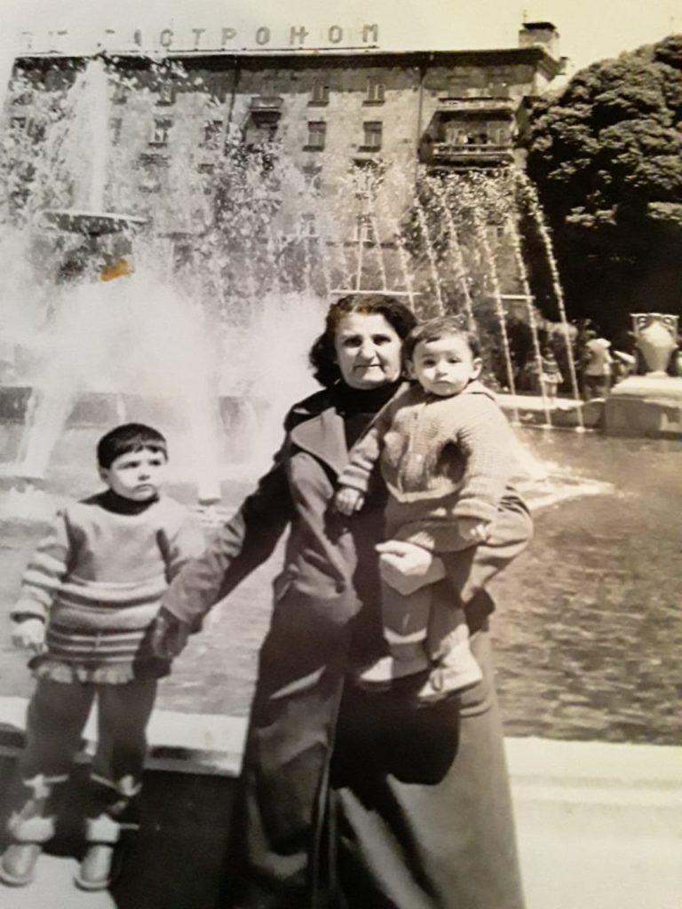 Arsen Avagyan avec sa grand-mère